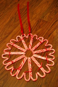 2012-12-03-09-Candy-Cane-Heart-Wreath-Project