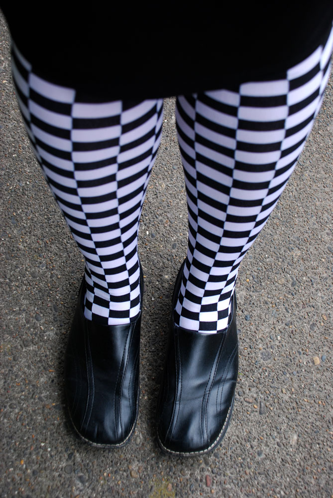 2014-04-01-1-Black-and-white-checkered-socks