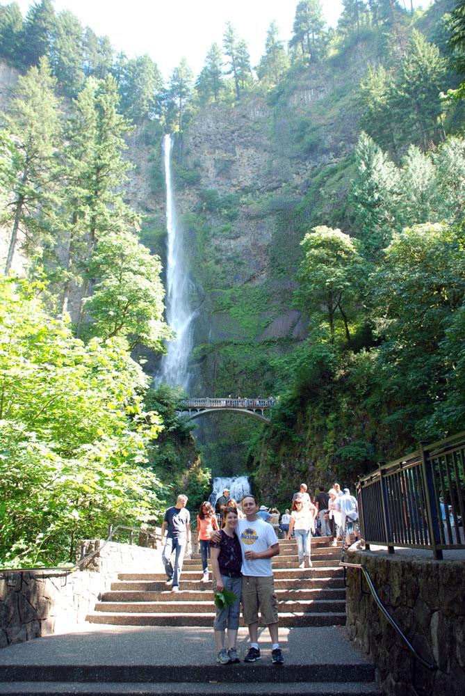 AA-Ariel-Tara-Multnomah-Falls