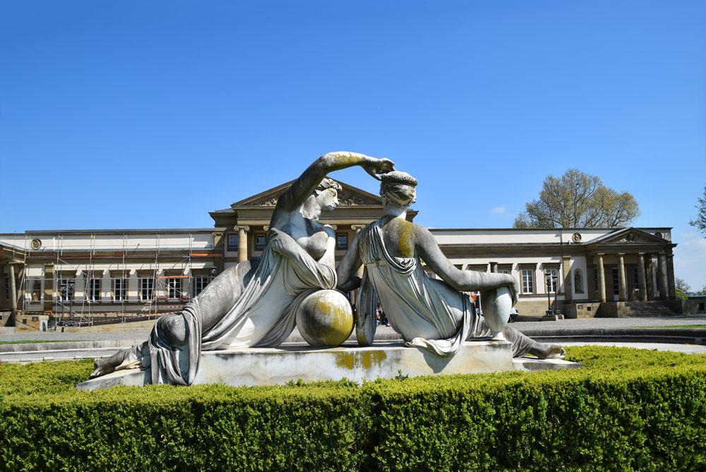 2015-04-23-76-Schloss-Rosenstein-statues