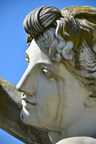 2015-04-23-80-Schloss-Rosenstein-statues