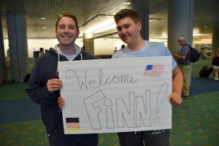 2015-09-02-03-Aaron-Finn-airport